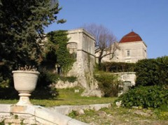 chateau castries intérieur jardin.jpg